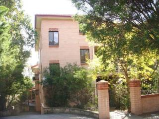 View profile: Huge Modern Unit 1 Minute to Station and Shops