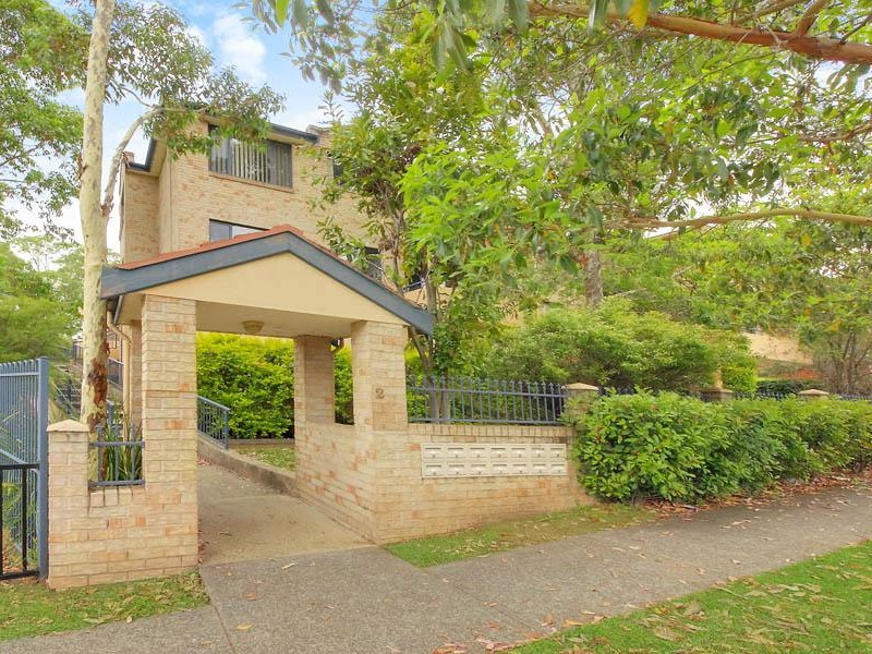 Outstanding Location! Walk to Station