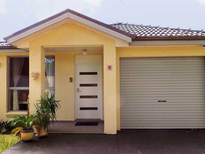 3 Bedrooms Plus Ensuite - 2 Extra Carspaces!
