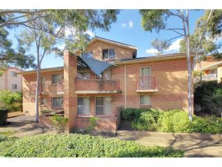 View profile: Top Quality Modern Unit Close to Station!