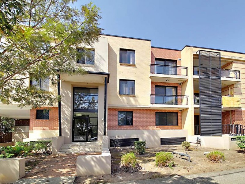 Superb Modern Unit! Outstanding Location!