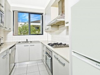 View profile: Top Quality Unit- Two Bathrooms, Walk to Station!