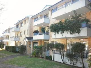 View profile: Only minutes walk to station!