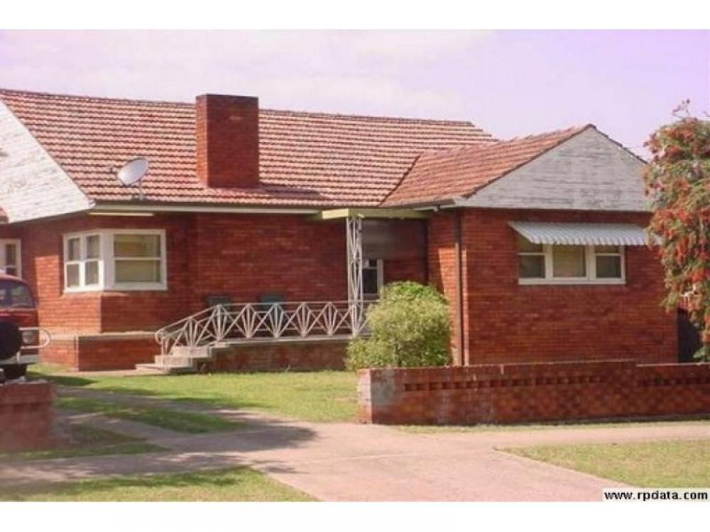 Three Bedrooms ! Walk to Station !