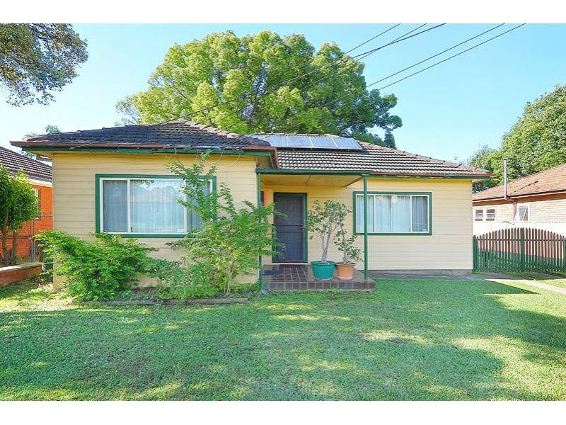 Large Block! Stroll to Station & Westmead