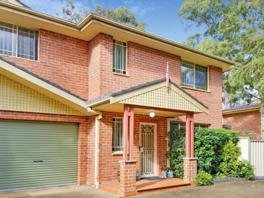 Great Townhouse! Garage and Parking Space.