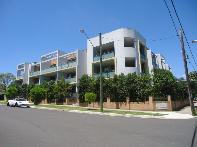 Walk to Westmead Station! Gorgeous Unit!
