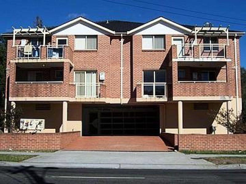 Great Location- Close to Shopping Centre!