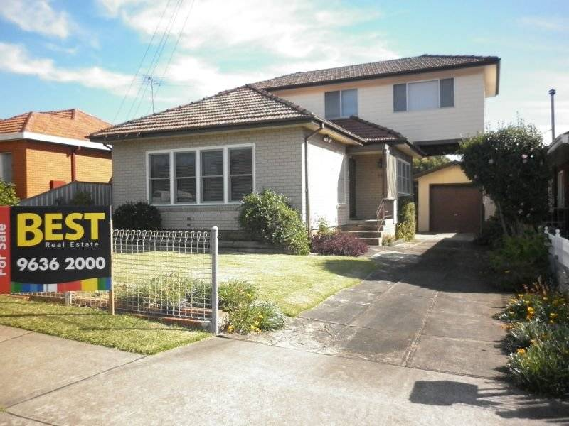 Sought after location - 4 bedrooms!