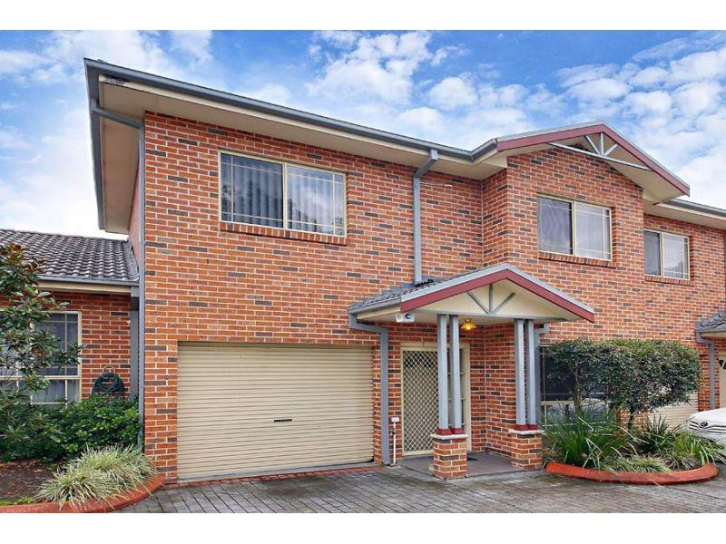 3 Bedrooms- Walk to Station!