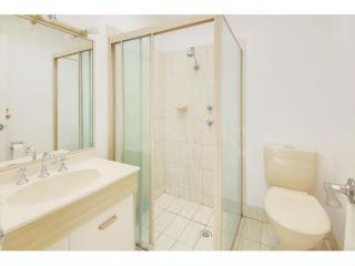 View profile: 3 bedrooms! 2 Bathrooms! 3 Toilets!