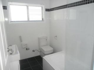 View profile: 2 Bedrooms, Air conditioning plus recently renovated!!!