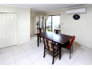 View profile: Spacious 3 Bedroom Villa – Pet Friendly