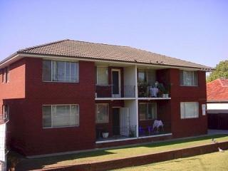 View profile: 10 Minute Stroll to Station, Shops & Schools!