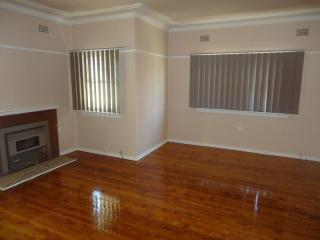 View profile: 3 bedroom home and walk to station!