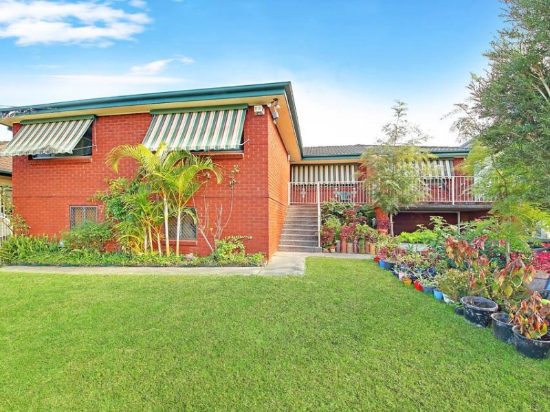 4 Bedroom & Granny Flat Walk to Station