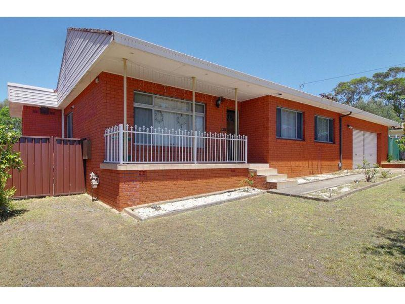 Quality four bedroom home-Walk to Station