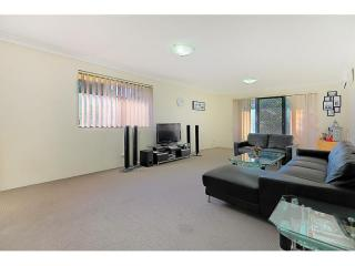 View profile: Huge Modern Unit One Minute to Station & Shops